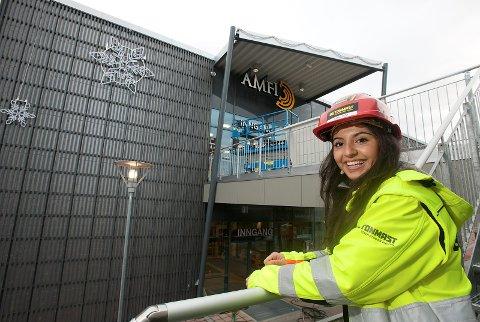 aaca34b3 BYGGELEDER: Per i dag er Amal Issa anleggsleder, jobber på byggeplass og er  ansvarlig