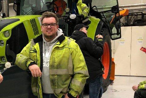 LASTEBILSJÅFØR: Jørgen Engebakken Bergli (20) slet ikke med å finne seg jobb etter å ha gått yrkesfag, og jobber i dag som lastebilsjåfør for Metallco Oppland.