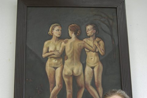 Samhold: Kristin Irén Dijkman er opptatt av menneskekroppen, ansiktet og karakteren i sine malerier. Lørdag 4. juni åpner hun utstilling med malerier og klebersteinskulpturer i galleriet i Ski rådhus. foto: ole kjeldsberg endresen