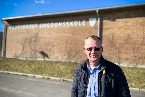 GIR ROS: FAU-leder Ole Bernhardt Dahlum ved Haugjordet ungdomsskole mener lærerne er virkelige hverdagshelter som har måttet snu seg om på kort varsel så mange ganger de siste 13 månedene.