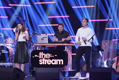 Videre: Maria Røsholt sammen med Thosebricks og Ramon som hun sang «Don't Stop The Music» sammen med fredag kveld.
