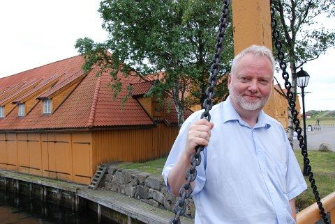 STAVERNPATRIOT: Jørn Holme har vært mye i Larvik, og spesielt begeistret er han for Stavern. Nå har han startet som sorenskriver i Vestfold og skal lede prosessen med å slå sammen de fire tingrettene i fylket. (arkivfoto)