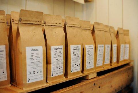 UTVALG: Her er det bare å velge nybrent kaffe.