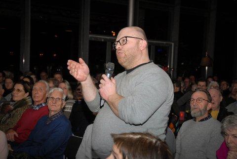 MANGE HADDE SPØRSMÅL: Rune Dreng var en av mange som hadde spørsmål under folkemøtet.