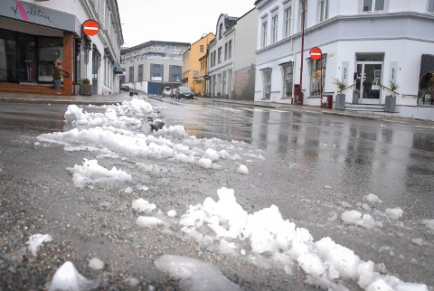 Noen hadde vært effektive og fått med seg det som kom av snø natt til søndag. Bare noen timer senere regnet det bort.