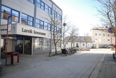 MENER TILBUDET ER GODT: Blant annet har Larvik kommune et tilbud om psykisk helsehjelp til dem som sliter. – Systemet prøver å hjelpe, sier virksomhetsleder Heidi Larsen i virksomhet psykisk helse og avhengighet.