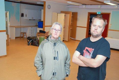 IKKE MER DRIFT HER: Inger Anne Faugstad og sønnen Andreas Faugstad har brent for å drive ungdomsklubb. – De kunne bare ringe til oss og si at de kjedet seg, så åpnet vi lokalene. Nå er det slutt, sier de, og synes prosessen har en ekkel bismak.