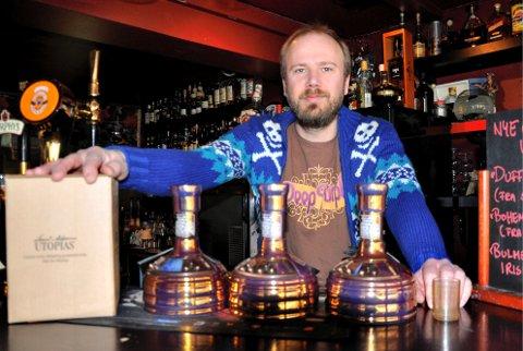 HAR SATSET I MANGE ÅR: Stig Ernstsen, daglig leder i Sound Garden Pub i Elverum, har i mange år satset på et godt ølutvalg. (Foto: Anders Bronken).