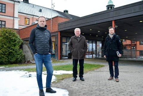 VIL PÅVIRKE: Ole Erik Hørstad (til venstre), her sammen med tidligere Høyreordfører i Elverum, Erik Hanstad og Yngve Sætre vil påvirke helseminister Bent Høie til å legge akuttsykehuset til Elverum.