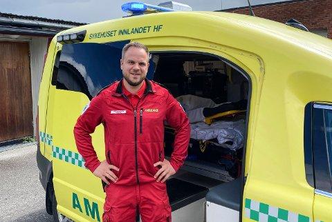 RYKKER UT: Ole Marius Pedersen har vegen som arbeidsplass. Ny og trafikksikker veg betyr mye, framholder han.