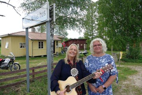 IMPONERT: Ordfører May-Liss Sæterdalen i Våler er imponert over hva Nora Pettersen og stiftelsen har fått til ved og rundt Tater-Millas hus.