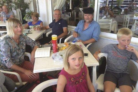 Bjarne Nærum har feriert på Kos sammen med samboeren Rosanne Kristiansen og barna deres Eira (7) og Leander (9). Han forteller at dette var fjerde gang de bodde på familiehotellet Kokalakis på den greske øya Kos.