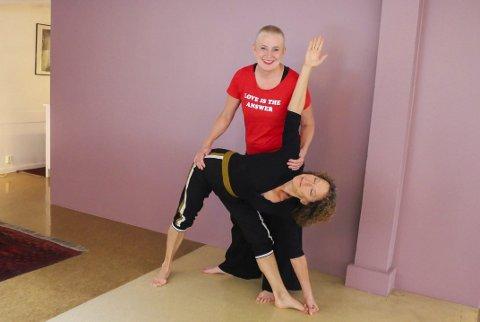 YOGA FOR ALLE: Yogainstruktørene Marieke Joosten og Nina Yogarani Grønnerød er klare for å vende tilbake til studio i slutten av august.