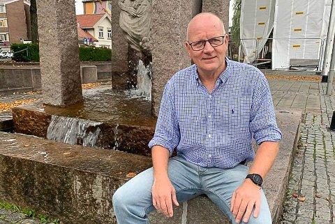 SITTER MED NØKKELEN: Kommunalsjef Tollef Stensrud er trener og lagleder for Storms lag i 5. divisjon. De skal møte både Drangedal og Eidanger i serieavslutningen, og kan være med på å avgjøre opprykkskampen.