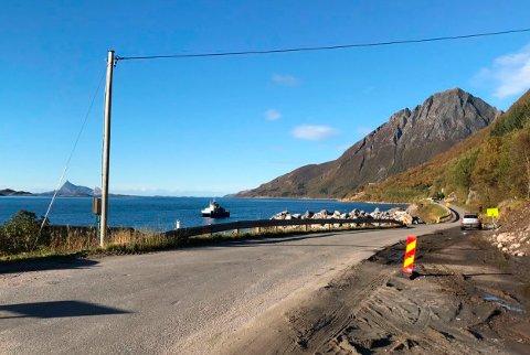 Den midlertidige vegen forbi skredområdet ved Liatinden i Lurøy blir asfaltert torsdag 4. oktober.