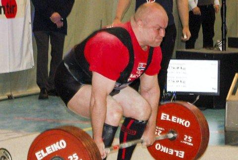 Norsk rekord: I et meget sterkt beite ble Jim Ljungquist norsk mester i styrkeløft etter blant annet å ha satt ny norgesrekord i markløft (bildet). Hans sammenlagtrekord på 783,5 kilo var lyspunktet denne helga.