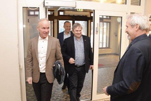GOD ØKONOMI: – Velger man sammenslåing, får man også en god og forutsigbar kommuneøkonomi, hevdet Jan Tore Sanner (H) etter å ha møtt Lars Magnussen (Ap), Kjell B. Hansen (Ap) og Per R. Berger (H).