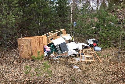 På Kilemoen har noen laget en søppelplass. Leserfoto