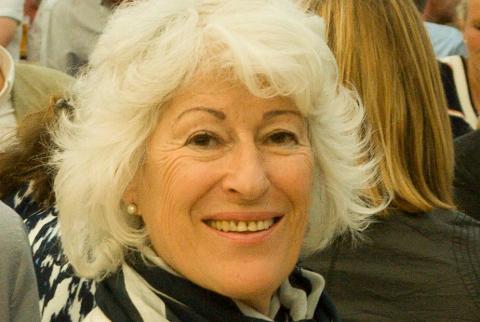 Mona Levin kommer til Hønefoss mandag.