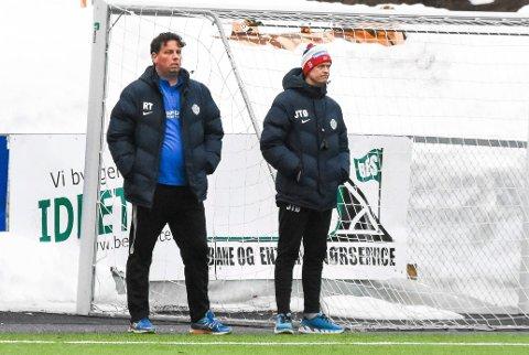 Trenerne Roger Tvenge og Jan Tore Øverby fikk se mye positivt av spillerne sine i serieåpningen.