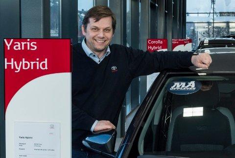 TILBAKE: Torgrim Klokkervold hos Toyota Hønefoss forteller at de valgte å betale tilbake  korona-støtten.