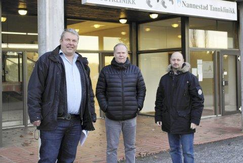 Mot flytting: Nannestad bygdeliste er initiativtakere til underskriftskampanje, fra v. nestleder Petter Gulbrandsen, varamedlem Per Ragner Lien og leder Morten Marthinsen.         Foto: Jenny Strøm