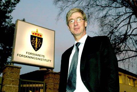 HAR GÅTT BORT: Paul Narum var administrerende direktør ved FFI fra 2001 til 2012. Bildet ble tatt i 2004 i forbindelse med en av få opptredener Narum hadde i Romerikes Blad.  FOTO: KAY STENSHJEMMET