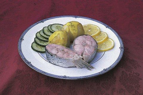 Vel bekomme: Menyen på Skibladner har flere retter, men de aller fleste ønsker den tradisjonelle menyen med laks med sandefjordsmør og jordbær.