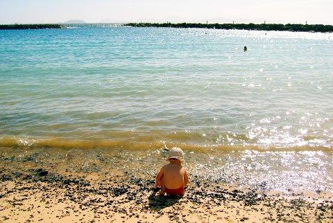 Organisasjonen «Missing Children Europe» gir enkle råd om hvordan en som foreldre kan forhindre at det verst tenkelige skjer - at barnet ditt forsvinner på ferie. Foto: Scanpix