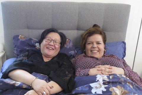 Fant tonen: Lena-Maria Haugerud åpnet døra til boligen sin i Maura for Else Kåss Furuseth for å dele egne erfaringer med selvmordstanker. FOTO: TVNorge