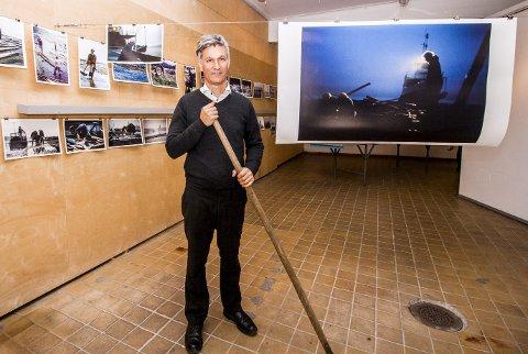 Jobbet som tømmerfløter: Bildekunstner Hans Hamid Rasmussen arbeidet som sesongarbeider for Glomma fellesfløtingsforening i 1985. Med sitt analoge Nikon F3- kamera, fikk han dokumentert arbeidet med tømmerfløtingen.foto: marte Nordahl