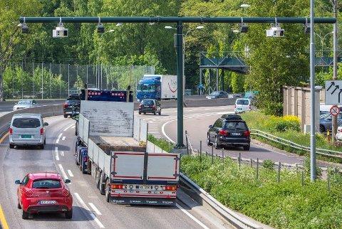 BOM-BOOM: 1. juni ble 52 nye bomstasjoner satt i drift i Oslo, som her på E18 ved Bygdøylokket mot Skøyen - og det har skapt debatt.