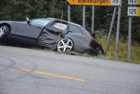 Søndag kveld var to biler involvert i et trafikkuhell.