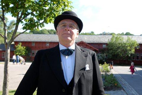 KURBADLEGEN: Svein Ingebretsen i rollen som doktor Thaulow.