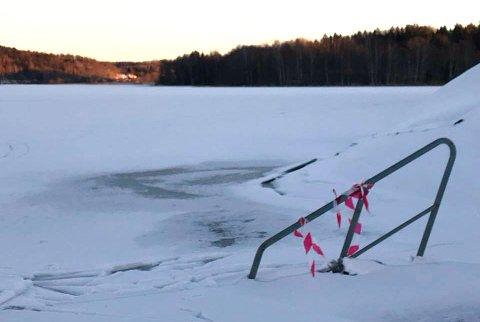 FORSIKTIG: Her ved Wittenberg på på Goksjø er ikke isen spesielt trygg enda.