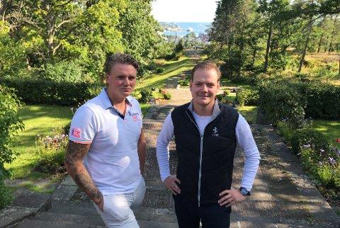STOR FEST: Henrik Jacobsen ( til høyre) og Lars Davidsen ønsker 200 av sine venner velkommen til party av den mer klassiske og lekre varianten på Midtåsen i slutten av august.