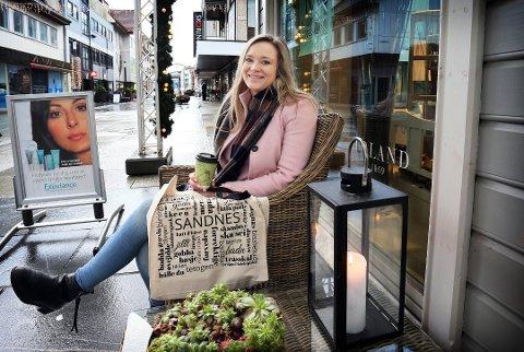 Edle Katrine Strømland Torkelsen er leder i Sandnes sentrum AS. Hun forteller at besøkstallene i Langgata går opp og at butikkene er positive.