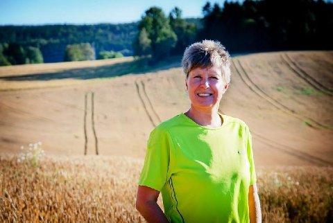 KRITISK: Martha Mjølnerød, leder i Østfold Bondelag, er kritisk til punktet om å gjøre det dyrere å selge gårdsbruk innad i familien i regjeringens forslag til statsbudsjett.