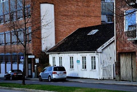 FLYTTES? Triga Eiendom vurderer flere alternativer for Korsgata 3. Ett av disse er å flytte det hvite huset til Borgarsyssel Museum.
