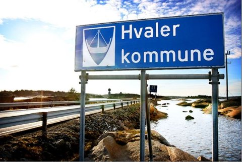 ER DU HER I HELGEN? Da ber Hvaler kommune deg om å dempe forbruket av vann. Årsaken er at enkelte har opplevd at vannet har falt bort i det flotte pinseværet.