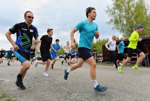 SESONGEN HAR STARTET: Torsdag gikk årets første utgave av Torsdagsløpet i Kalnesskogen.