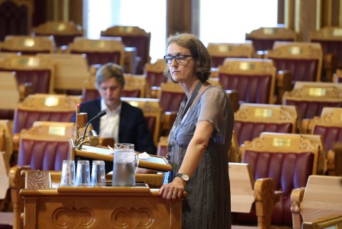 Oslo  20160601. Kari Henriksen (Ap)  stilte spørsmål til Statsministeren  i den muntlige spørretimen. Foto: Vidar Ruud / NTB scanpix