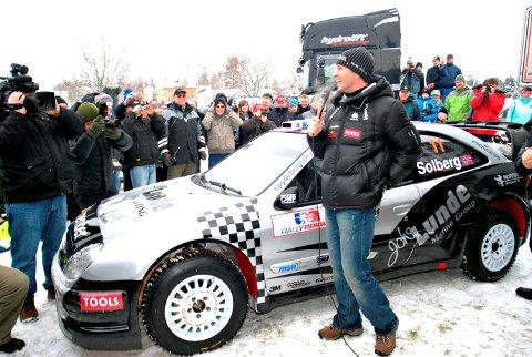 DENNE BILEN: Dette bildet er fra Tebosenteret i Spydeberg i 2009. Da presenterte Petter Solberg sine planer om privatsating i WRC i en 2006-modell Citroën Xsara WRC. Det er denne bilen sønne Oliver nå skal få låne.