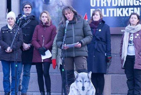 Anne Margrethe Vadder retter flengende kritikk mot det hun mener er griske skogeiere som vil ha rovdyrene utryddet.
