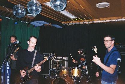 BAND: Håvard og Anders Krokedal har også bandet «Rødt Kort». F.v: Aslak Steen, Håvard Krokedal, Anders Krokedal og Thomas Hay Djup.