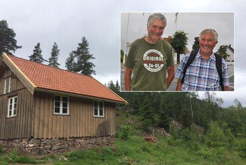 For ett år siden var Vassås bare en gjengrodd grunnmur. Dugnadsvillige fra Vassåsens venner har bygd opp huset. Innfelt: Thor Arne Berg (t.v.) og Jan Hanche.