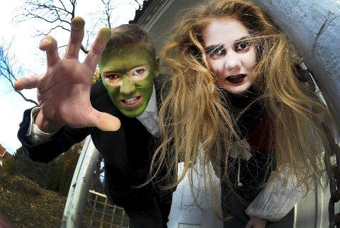 Engasjerte: Skoleelevene Torjus Bråthen og Elisa Fiane har øvet i dagevis på å skremme barn og voksne. foto: ørjan madsen