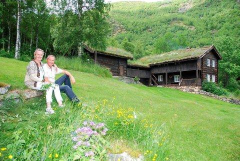 FRODIG: I frodige og trivelege omgjevnader tar Liv Bente Tvenge og Jan Klæboe imot gjester førstkomande helg.