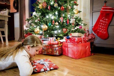 JULEGLEDE: Jula kan være en vanskelig tid for familier hvor foreldrene har gått fra hverandre, erfarer Familievernkontoret i Østfold. Derfor har de laget en liste med råd for juletiden. (Illustrasjonsbilde)