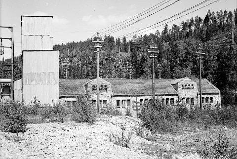 HISTORISK: Dette huset er historisk, men aner du hvilken funksjon huset på kanten av Svelgfossjuvet hadde? Klikk deg inn i lenken i saken og du får svar på det og en rekke andre spørsmål.